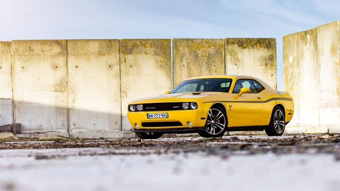 What are the specifications for a Dodge Challenger?