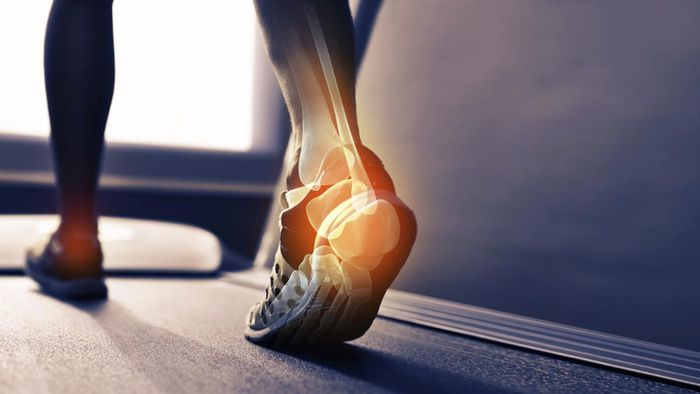 How can you properly diagnose foot pain?