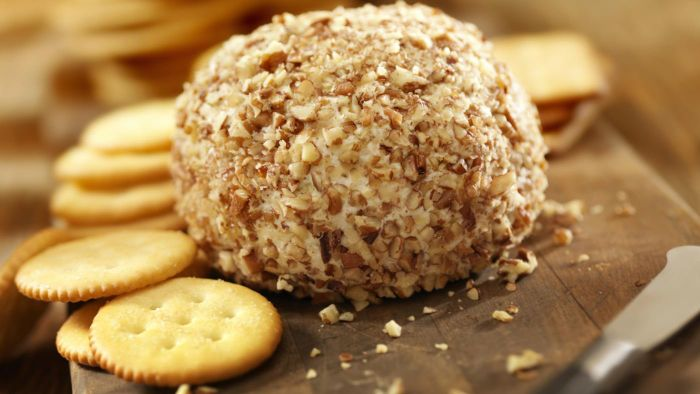 What Is an Easy Cream Cheese Ball Recipe?