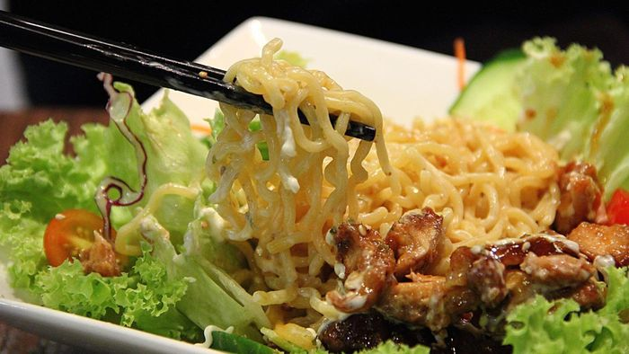 What Are Some Recipes for Ramen Noodle Salad?