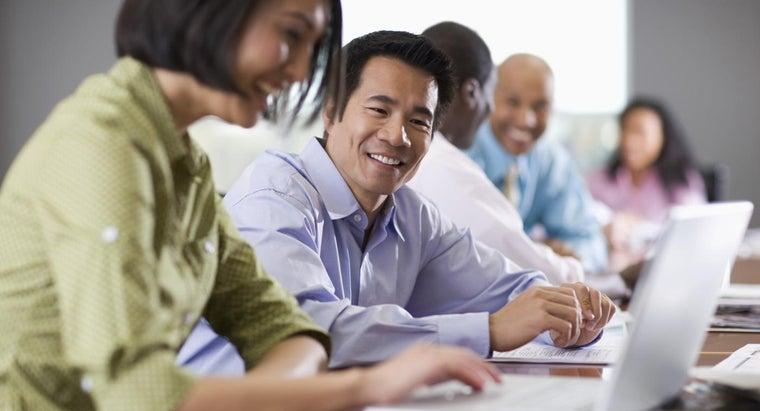 How Do You Find Free ESL Classes for Adults?