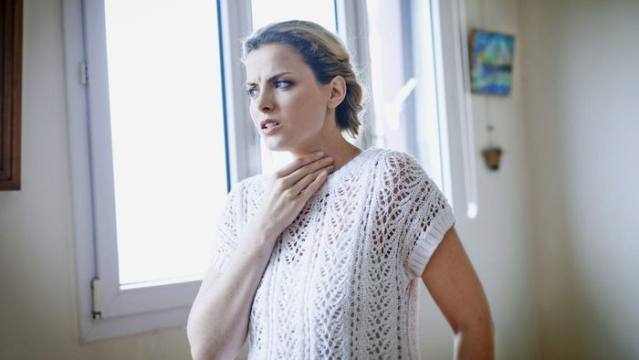What Causes a Dry Cough and an Itchy Throat?