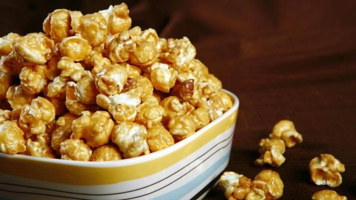 What are some recipes for homemade caramel popcorn?