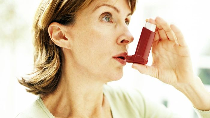 What are some home remedies for a cough related to asthma?