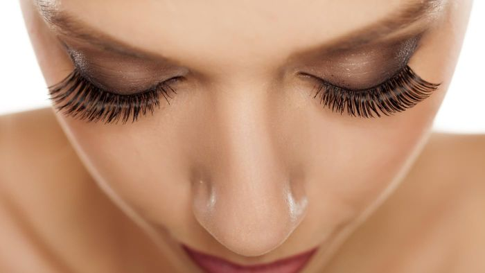 What Are Some Pros and Cons of Eyelash Extensions?