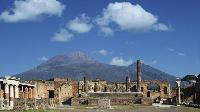 What Are Some Key Facts About Pompeii, Italy?