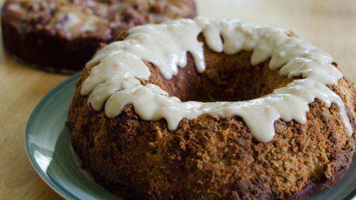 How Do You Make Bisquick Cinnamon Coffee Cake With Toffee Topping?