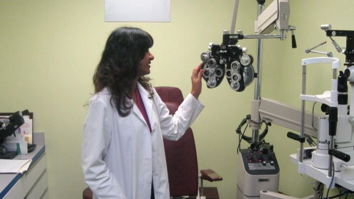 Where Can You Get a Free Eye Examination?