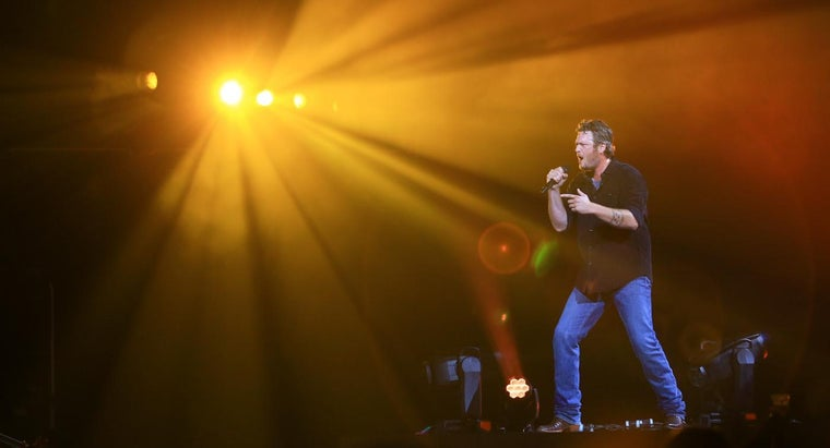Who Are Some Popular Male Country Singers?