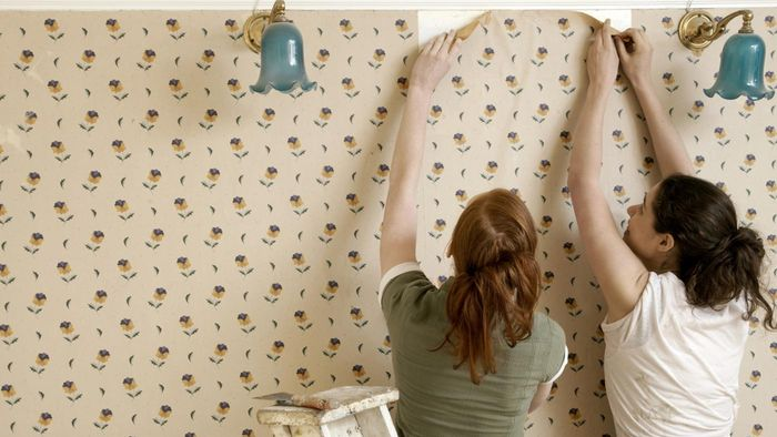 What Are the Benefits of Removing Wallpaper With Vinegar, and How Do You Do It?