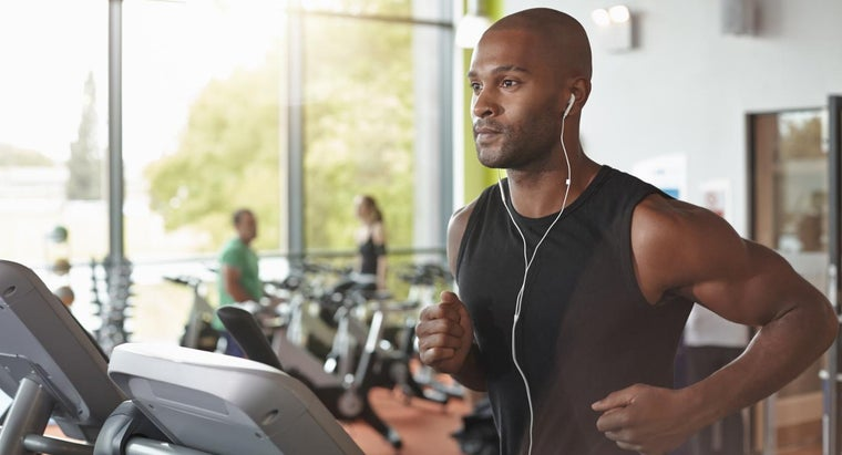 What Services Are Part of the Gold Gym Membership Fee?