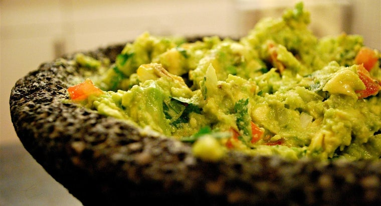 What Are the Basic Ingredients in Guacamole?
