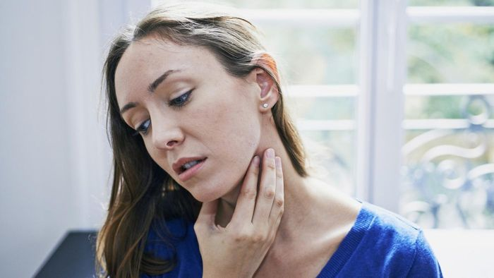 What are some common treatments for laryngitis?