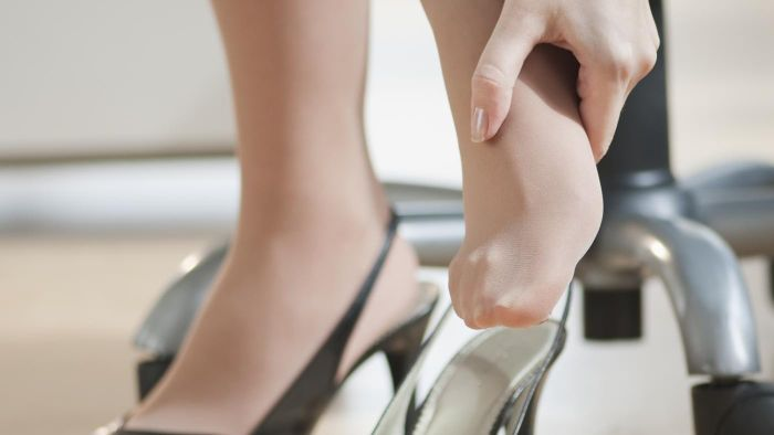 What are some causes of aching feet?