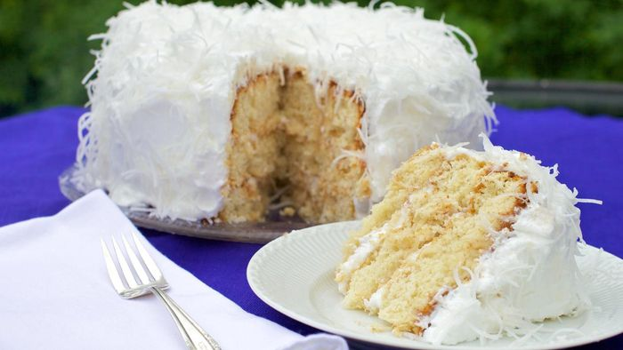 How Many Calories Are in One Slice of Paula Deen Coconut Cake?