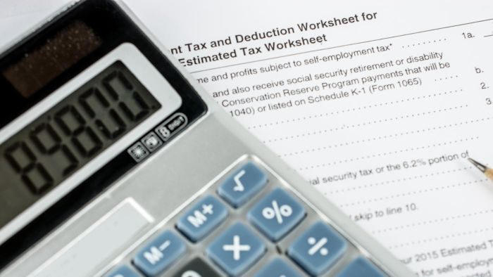 How Do You Calculate Federal Payroll Taxes?