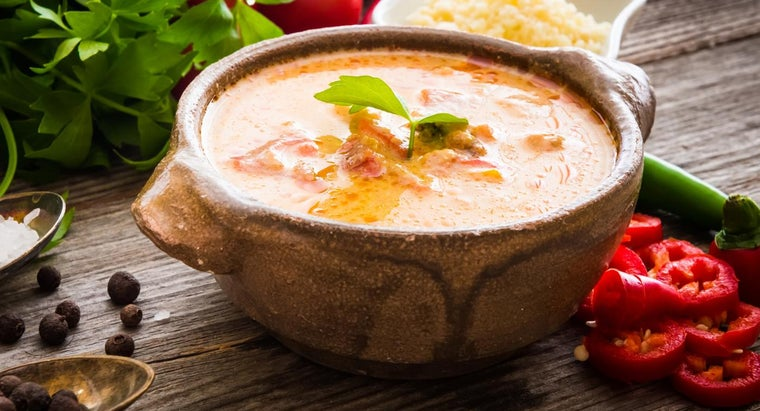 How Do You Make Queso With Ground Beef?