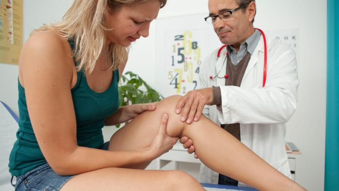 What Are Typical Symptoms of Knee Tendinitis?