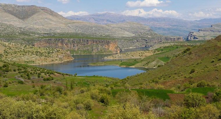 What Direction Does the Euphrates River Flow?