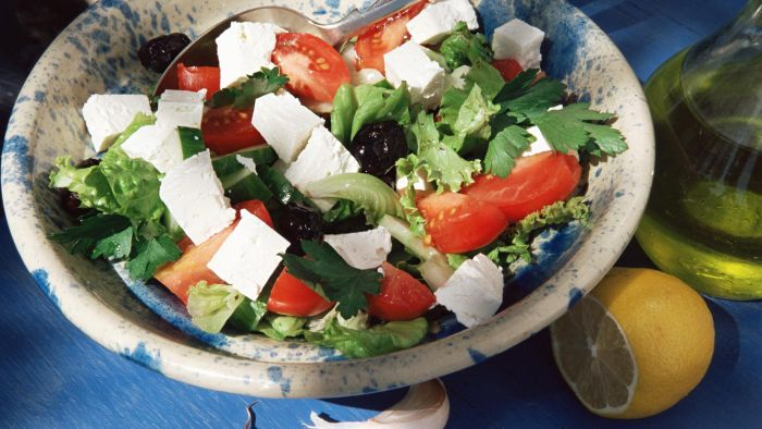 What is a recipe for Greek feta salad?