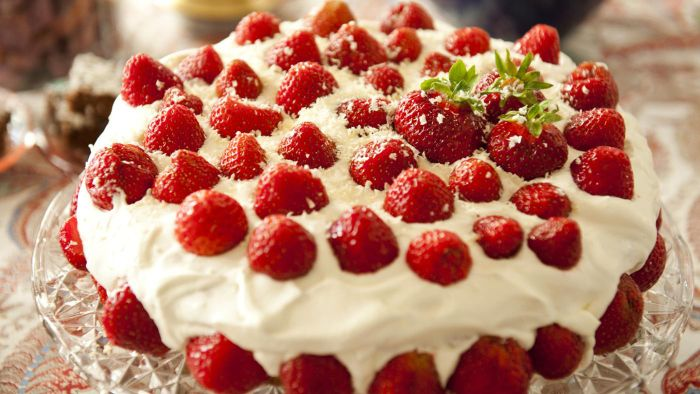 What Are Some Strawberry Cake Recipes?