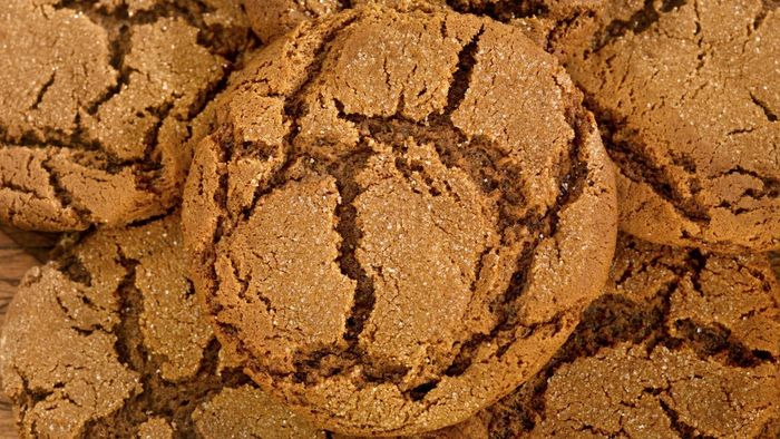 What Is an Easy Recipe for Gingersnap Cookies?