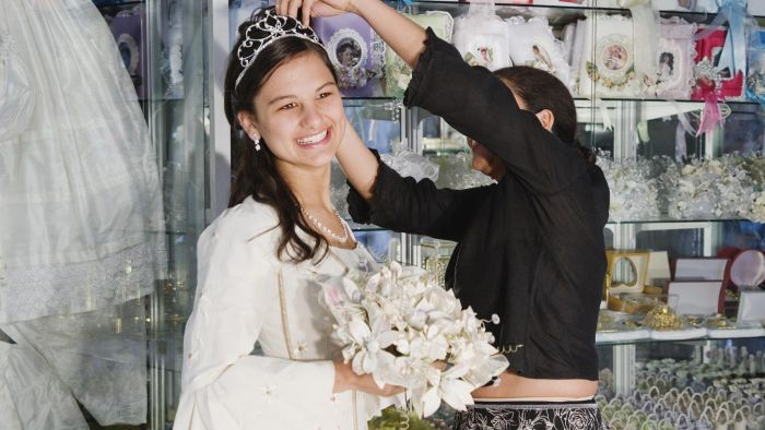 What Is the Proper Wording for a Quinceanera Invitiation?