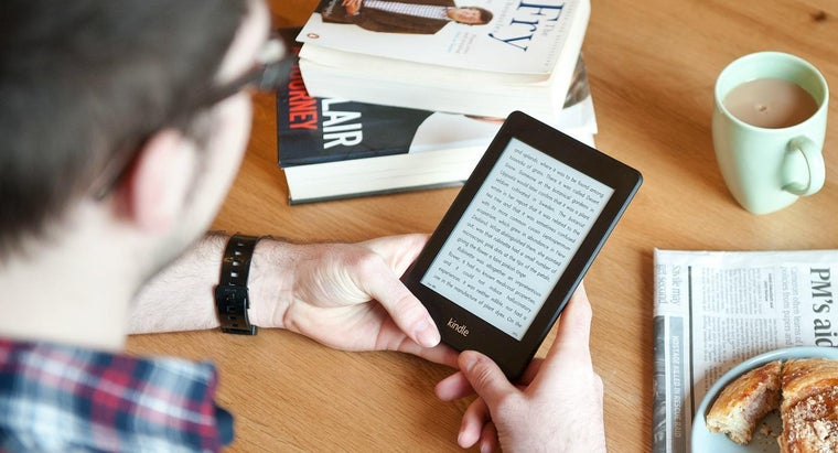What Are the Differences Between a Kindle and a Kindle Fire?