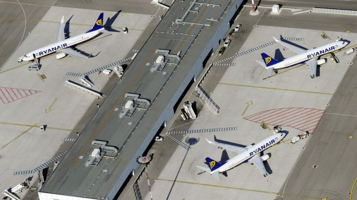 What Are Some of the Major Hub Airports in the United States?