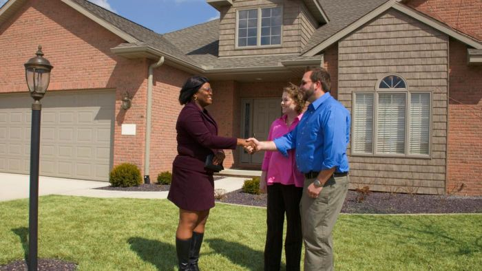 What Classes Do You Have to Take to Earn a Real Estate License?