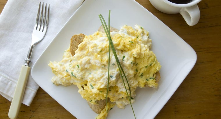 What Is a Good Recipe for Baked Scrambled Eggs?