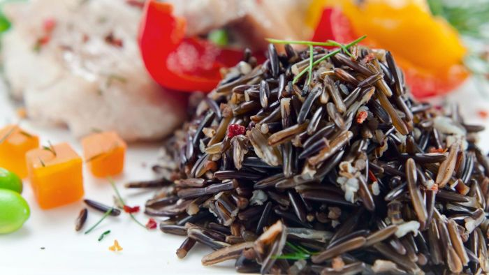 What is a healthy recipe for making black rice?