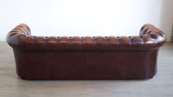 What Are Some Popular Styles of Antique Sofas?