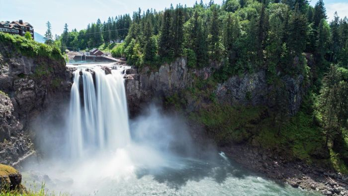 Does Snoqualmie Falls Have a Live Webcam?