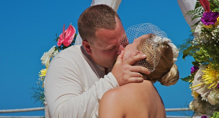 What Are Some Ways to Congratulate Newlyweds?