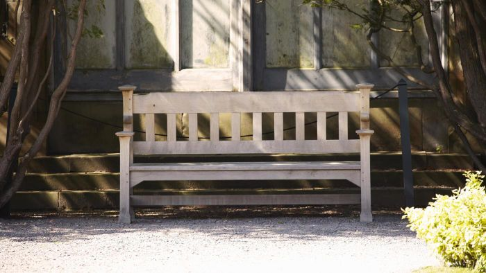 What Are Some Ways to Build Your Own Bench?