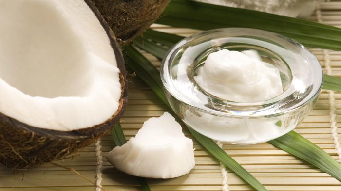 What Benefits Are There to Using Coconut Oil on Your Face?