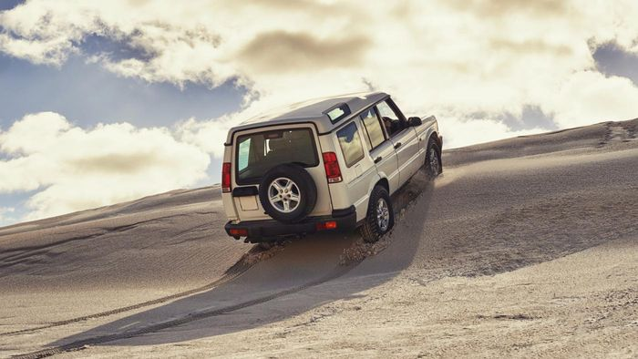 What information is found on the Jeep official website?