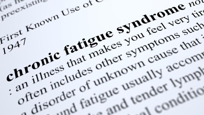 What are some symptoms of chronic fatigue syndrome?