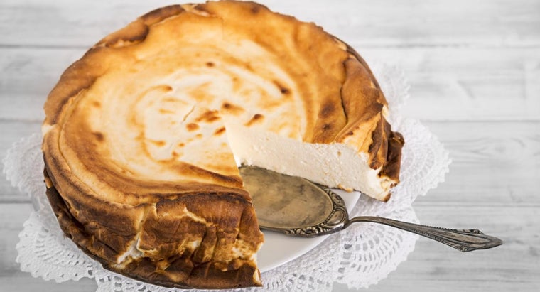 How Many Calories Per Serving Are in the Paul Deen Cheesecake?