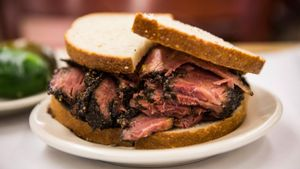 What Condiments Work Best With Pastrami on Rye Sandwiches?