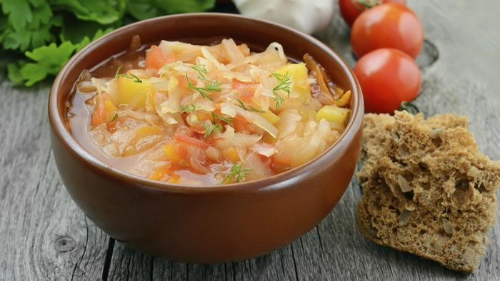 What Is an Easy Cabbage Soup Recipe?