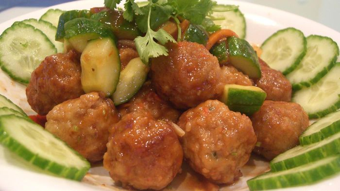 What Is a Recipe for Hawaiian Sweet and Sour Sauce for Use With Meatballs?