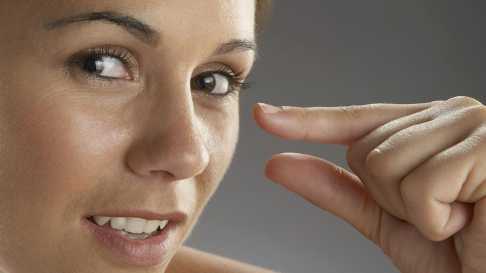 What causes numbness in fingertips on the left hand?