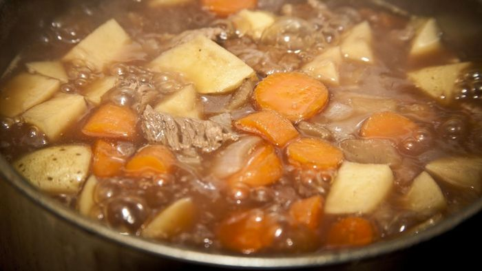 How do you make a beef stew in a slow cooker?