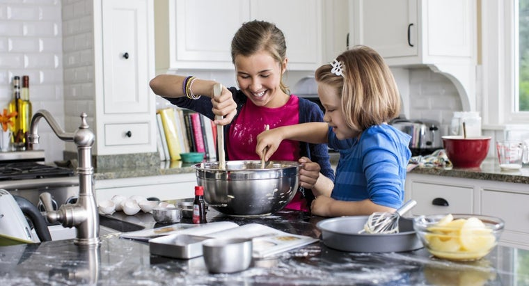 What Are the Usual Ingredients in Cake Flour?