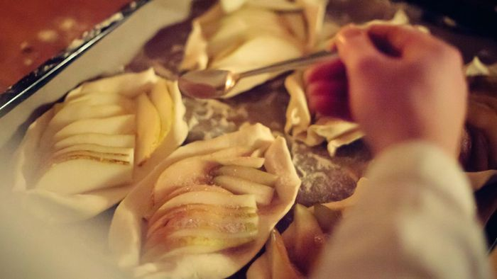 What Are Some Easy Dessert Pear Recipes?