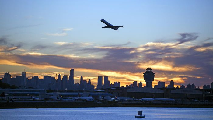 What Are Some Airlines That Offer Flights From LGA to JFK?