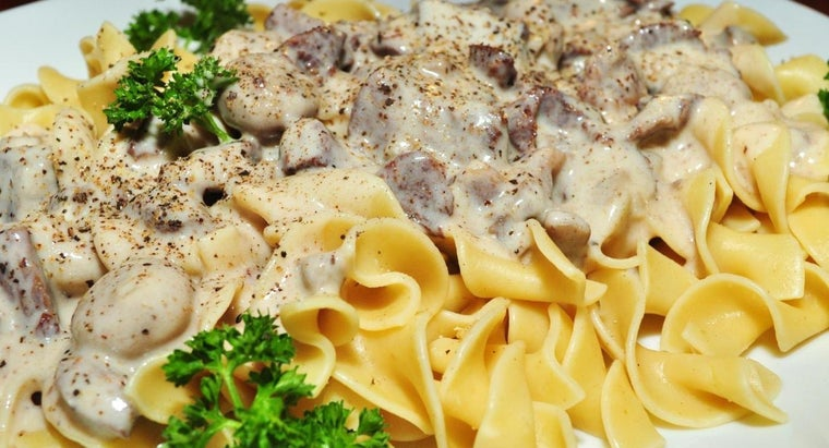 What Is a Simple Beef Stroganoff Recipe?