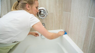 What Are Some Products That Remove Bathtub Stains?